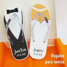 #Regalos originales para pareja de #novios. Regálales estas chanclas personalizadas el día de la boda y verás cómo incluyen tu regalo en la maleta para la luna de miel ;) #chanclaspersonalizadas #Elche #regalosboda #lunademiel #regalospersonalizados