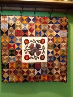 Jo Morton wall hanging Quilting Ideas, Quilting Projects, Wool Applique Quilts, Small Quilt Projects, Appliqué Quilts, Traditional Quilts, Quilted Wall Hangings, Small Quilts, Table Runners