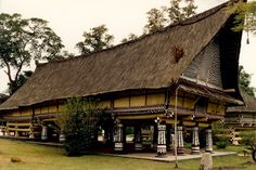 The Murut longhouse, a timber and woven bamboo construction, had an indoor trampoline called lansaran made of bamboo and cane. Description from outlooktraveller.com. I searched for this on bing.com/images