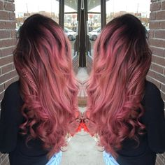 Rose gold with black roots. This is exactly how I want my hair. I'm growing it o… Rose gold with black roots. This is exactly how I want my hair. Best Ombre Hair, Ombre Hair Color, Cool Hair Color, Cabelo Rose Gold, Rose Gold Hair, Rose Gold Ombre, Purple Hair, Hair Dye Balayage, Red Balayage Highlights