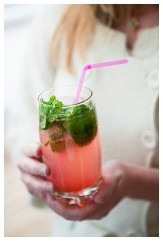 Rabarbermojito Mojito, Mango Margarita, Refreshing Drinks, Summer Drinks, Cocktail Drinks, Cocktails, Veggie Recipes, Vegetarian Recipes, A Food