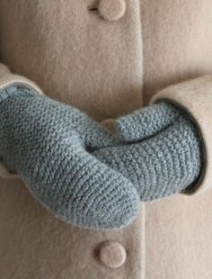 garter stitch mittens- someone needs to make me some Knitting Projects, Crochet Projects, Knitting Patterns, Crochet Patterns, Knit Mittens, Mitten Gloves, Knitted Hats, Blue Mittens, Wrist Warmers