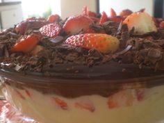 Receita de Delícia de chocolate e morango. Enviada por SIMONE MAGAGNINI e demora apenas 30 minutos.