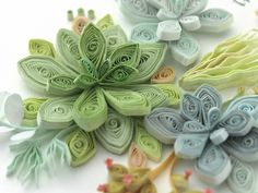 Quilling Paper Craft, Quilling Flowers, Paper Flowers, Paper Crafts, Origami Flowers Tutorial, Flower Tutorial, Quilling Patterns, Quilling Designs, Origami Ornaments