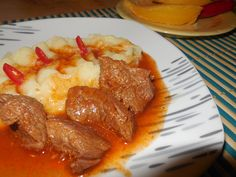 Ostropel de vita - Retete dupa ingrediente Pot Roast, Drink Recipes, Stew, Pork, Food And Drink, Button, Dinner, Cooking, Ethnic Recipes