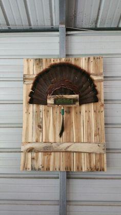 Turkey fan mount made from pallets Quail Hunting, Deer Hunting Tips, Hunting Guns, Turkey Hunting, Turkey Fan, Wild Turkey, Taxidermy Decor, Taxidermy Display, Turkey Mounts