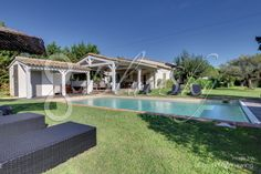 Magnificent villa rental of 300 m2 on Ramatuelle with 5 bedrooms completely enclosed at 1,5 km of the center of Saint Tropez. Seen on hills and vineyards. 2 big terraces and pool house with summer kitchen. Swimming