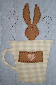 Pode ser usado para mug rug, placemat, tablerunner na Páscoa ou qualquer outra ocasião. Lindiho!
