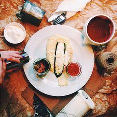 Krem ze świeżych buraków oraz grillowany filet z kurczaka z cukinią i mozzarellą #letarg #letargbistro #food #foodporn #instafood #foodgasm #lunch #lunchtime #eat #eating #yummy #tasty #poznan #amazing #restaurant #cook #cooking #cookers #kitchen