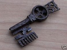 Antica chiave non mia venduta 525 da 8,5cm.jpg