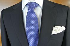 Traje Azul Marino CANALI Camisa Blanca de REPUNTE ycorbata Azul de BREUER