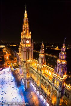 Town Hall of Vienna at night.