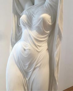 Gosh it's so realistic, this is one of the hardest technique in sculpture, it's so realistic that sometimes you can't believe that it's was once a rock. Fine art is tough too. Who says fine art is easy? Art Sculpture, White Aesthetic, Oeuvre D'art, Les Oeuvres, Art Inspo, Art Reference, Line Art, Sculpting, Art Photography