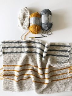 A selection of Herringbone Double Crochet patterns perfect for beginners to this stitch, and to crochet generally. Includes a herringbone stitch tutorial. Annie's Crochet, Manta Crochet, Crochet Scarves, Crochet Crafts, Double Crochet, Easy Crochet, Crochet Hooks, Crochet Afghans, Crochet Ideas