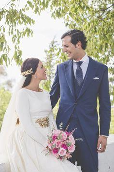 La boda de Paula y Víctor Wedding Suits, Wedding Gowns, Mens Tailored Suits, Wedding Dressses, Wedding Inspiration, Wedding Ideas, Weeding, Party Time, Marie