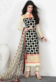 You Will Be The Center Of Attention In This Attire. Add The Sense Of Feminine Beauty By This Black Crepe Silk Salwar Kameez. This Attire Is Beautifully Adorned With Patch Work, Resham & Stones Work. Patiala Salwar, Anarkali, Salwar Suits, Punjabi Suits, Saris, Pakistani Outfits, Indian Outfits, Desi Clothes, Looks Chic