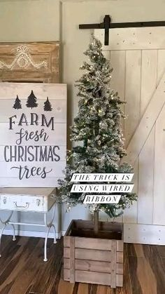 Farmhouse Christmas Decor, Country Christmas, Christmas Home, Christmas Holidays, Christmas Crafts, Fresh Christmas Trees, Christmas Tree Themes, Christmas Tree Decorations, Christmas Wreaths