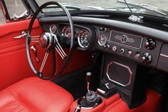 MG B Roadster - 1967 - I like the Red / Red / Red combination
