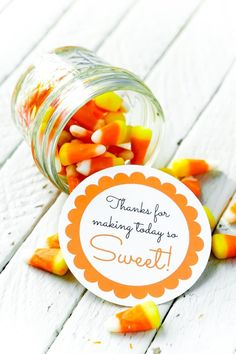 Looking for cheap baby shower favors? Print out these baby shower favor tags and add them to something sweet for the cutest baby shower favor ideas! Cheap Baby Shower Favors, Baby Shower Favours For Guests, Baby Favors, Simple Baby Shower, Baby Shower Winter, Baby Shower Printables, Baby Shower Themes, Shower Ideas, October Baby Showers
