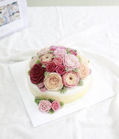 20160426. ROSY RICE CAKE.   #할머니선물 #꽃케이크 [3호 단호박설기 돔형]  예약시 디자인은 저희 블로그 내에서 마음에 드셨던 사진 보내주셔도 되구요. 전체적인 색감만 알려주셔도 됩니다. 참고해서 예쁘게 준비해드려요. 더 자세한 내용 및 사진은 블로그에서 확인가능해요.  http://blog.naver.com/rosyrice  #로지라이스케이크 #rosyricecake #떡케이크전문점 #앙금플라워 #앙금플라워떡케이크 #앙금플라워떡케익 #할머니선물 #꽃케이크 #케이크 #플라워케이크 #스승의날선물 #어버이날선물 #카네이션케이크 #예약중 #먹스타그램 #꽃스타그램 #인친해요 #소통해요 #맞팔 #선팔
