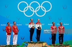 Photo d'actualité : Silver medalists Xuechen Huang and Wenyan Sun of...