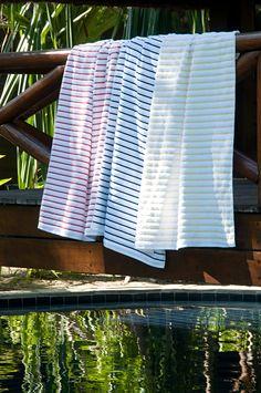 e6579052c907 Aproveite o verão com todo o conforto possível. As toalhas Breton Stripes  tem ótima absorção