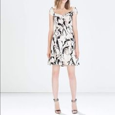 Zara printed crepe dress (7843) Outer shell 100% polyester lining 100% acetate. Color Ecru/ Black Zara Dresses