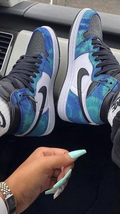 Mens Fashion Casual Shoes, Trendy Shoes, Sneakers Fashion, Fashion Shoes, Shoes Sneakers, Teen Girl Shoes, Jordan Shoes Girls, Retro Jordan Shoes, Cute Nike Shoes