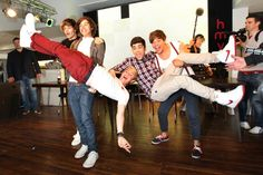 One Direction Louis, One Direction 2011, Grupo One Direction, One Direction Posters, One Direction Zayn Malik, One Direction Images, Direction Quotes, Liam Payne, Louis Tomlinson
