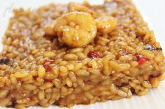 Arroz cremoso con gambas Couscous, Food N, Food And Drink, Quinoa, Food Decoration, Spanish Food, Rice Dishes, Light Recipes, Chana Masala
