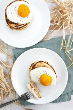 You HAVE to make these vegan Easter Pancakes for your Easter breakfast/brunch! No worries, this isn't a real egg on there, yogurt and canned apricots do the trick! Quick Healthy Desserts, Lemon Desserts, Vegan Breakfast Recipes, Healthy Dessert Recipes, Blueberry Crumble Bars, Strawberry Oatmeal Bars, Dairy Free Recipes, Vegan Recipes, Different Recipes