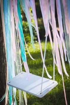 Качели на свадьбе. Свадебный декор.