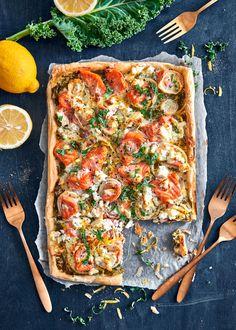 Viikonlopun helppo lohipiirakka valmistuu lehtitaikinalevyyn. Lehtikaali ja sitruuna antavat piirakalle raikasta makua.… Vegetable Pizza, Baking, Vegetables, Bread Making, Patisserie, Veggies, Vegetable Recipes, Backen, Sweets