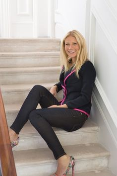 Gwyneth Paltrow's Cute outfit!  (Love the pink & black combo!)