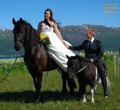 awkward family photos wedding couple on hourses
