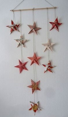 17 Easy DIY Wall Decor Ideas Inspired by Interiors Designers Looking for easy DIY wall decor ideas? We've rounded up the best DIY wall art that anyone can master. Handmade Christmas Crafts, Christmas Origami, Diy Wall Art, Diy Wall Decor, Mobil Origami, Origami Wall Art, Paper Crafting, Easy Diy, Or Noir