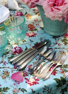 Published photo, Setting the table, Romantic Homes magazine