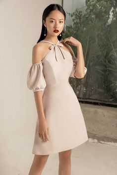 without the sleeves, precision and bow Lovely Dresses, Simple Dresses, Short Dresses, Summer Dresses, Formal Dresses, Asian Fashion, Girl Fashion, Fashion Looks, Dress Outfits