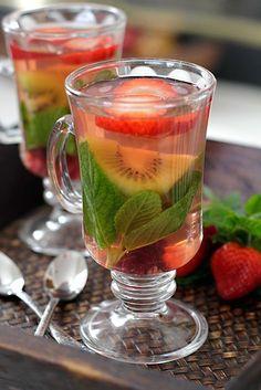 En Colombia tenemos una gran variedad de frutas exóticas que no se encuentran e. Bar Drinks, Cocktail Drinks, Cocktail Recipes, Beverages, Cocktails, Healthy Juices, Healthy Drinks, Healthy Recipes, Café Bar