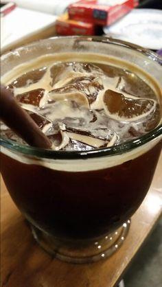 늦은 시간 카페 아밀리에 에서 아이스아메리카노