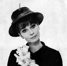 9d3281ac55a963 Audrey Hepburn in a hat by Givenchy-Photo Cecil Beaton-Vougue US-Aug 1964