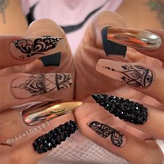 We have collected 130 + elegant Rhinestones coffin nails for you. Enjoy these beautiful nail art and welcome your Inspiration erupted! French Acrylic Nails, Long Acrylic Nails, Acrylic Nail Designs, Henna Nail Art, Henna Nails, Black And Nude Nails, Black Stiletto Nails, Gorgeous Nails, Pretty Nails