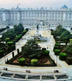 Ala's Trips - Discover the most beautiful places in the world, travel tips and destination informations Beautiful Places In The World, Places Around The World, Travel Around The World, Around The Worlds, Foto Madrid, Madrid Barcelona, Spain Madrid, Real Madrid, Madrid Travel