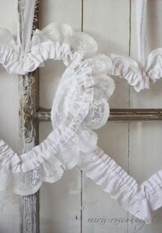 8 Surprising Useful Ideas: Shabby Chic Blue Front Porches how to make shabby chic curtains.Shabby Chic Crafts To Sell shabby chic garden flowers. Shabby Chic Crafts, Shabby Chic Kitchen, Shabby Chic Homes, Shabby Chic Decor, Vintage Shabby Chic, Shabby Chic Style, Decoration Shabby, Fabric Hearts, Chic Wallpaper