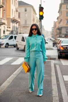 The Best Street Style Looks From Milan Fashion Week Fall 2020 Top Street Style, Milan Fashion Week Street Style, Autumn Street Style, Cool Street Fashion, New York Fashion, Paris Fashion, Women's Fashion, Fashion Outfits, Colour Combinations Fashion