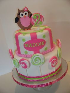 Cute owl cake OMG ! my Kalissa , Grandaughter would LOVE THIS CAKE ! Hmmm....