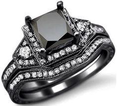 Precioso anillo de compromiso negro.