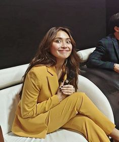 Kathryn Bernardo Outfits, Filipina Actress, Asian Angels, Cant Help Falling In Love, 18th, Bb, Bell Sleeve Top, Actresses, Hair Styles