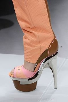 versace-shoes-spring-2010-1