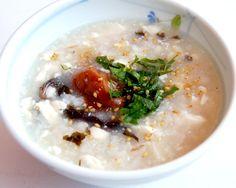 にんにくを使って風邪に効果のある、簡単に作れる梅がゆのレシピ。